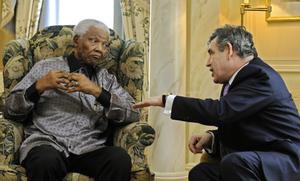 Nelson Mandela chats with Britain's Prime Minister Gordon Brown.
