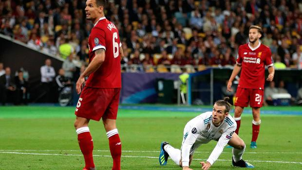 Real Madrid's Gareth Bale (second right) watches as his over head kick go on for his sides second goal during the UEFA Champions League Final at the NSK Olimpiyskiy Stadium, Kiev. PRESS ASSOCIATION Photo. Picture date: Saturday May 26, 2018. See PA story SOCCER Champions League. Photo credit should read: Nick Potts/PA Wire