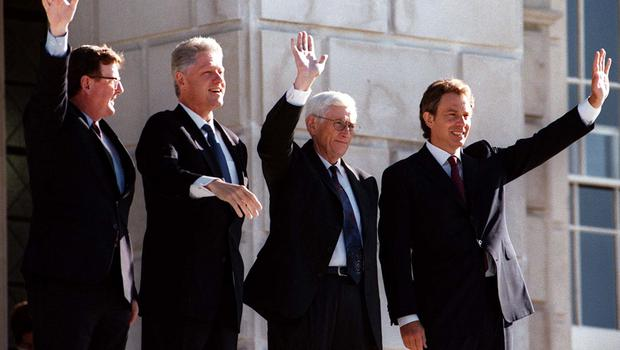 PACEMAKER BELFAST 03/09/98 President Clinton is shown the view of Belfast from the top steps of Parliament Buildings this morning by First minister David Trimble and his Deputy Seamus Mallon and Prime Minister Tony Blair.
