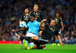 MANCHESTER, ENGLAND - SEPTEMBER 15:  Wilfred Bony of Manchester City is tackled by Giorgio Chiellini of Juventus during the  UEFA Champions League Group D match between Manchester City FC and Juventus at the Etihad Stadium on September 15, 2015 in Manchester, United Kingdom.  (Photo by Alex Livesey/Getty Images)