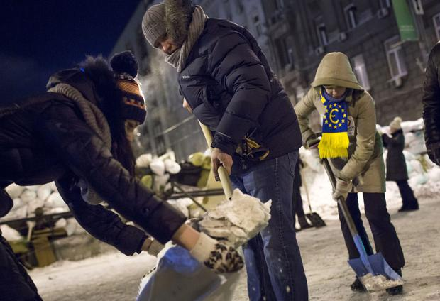 KIEV, UKRAINE - JANUARY 23: Protestors shovel snow into bags to reinforce barricades on streets leading to Independence Square on January 23, 2014 in Kiev, Ukraine. Talks to resolve the political stalemate in the Ukraine have failed as anti-government protests continue in the capital and opposition leader Vitali Klitschko urges the government to call a snap election. (Photo by Rob Stothard/Getty Images)