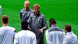 Liverpool's German coach Jurgen Klopp (R) speaks to his players during a training session at the Madrigal Stadium in Vila-real on April 27, 2016 on the eve of the UEFA Europa League semifinals first leg football match Villarreal CF vs Liverpool FC / AFP PHOTO / JOSE JORDANJOSE JORDAN/AFP/Getty Images