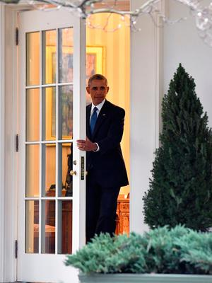 WASHINGTON, DC - JANUARY 20:  President Barak Obama leaves the White House for the final time as President as the nation prepares for the inauguration of President-elect Donald Trump on January 20, 2017 in Washington, D.C.  Trump becomes the 45th President of the United States. (Photo by Kevin Dietsch-Pool/Getty Images)
