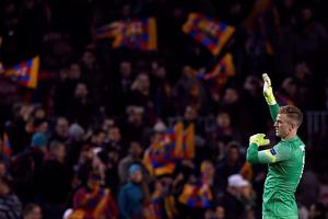 Manchester City's English goalkeeper Joe Hart gestures after the UEFA Champions League round of 16 football match FC Barcelona vs Manchester City at the Camp Nou stadium in Barcelona on March 18, 2015. AFP PHOTO / LLUIS GENELLUIS GENE/AFP/Getty Images