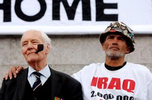 File photo dated 08/10/07 of Tony Benn and Brian Haw at an anti-war protest in Trafalgar Square, central London. The veteran politician Tony Benn died at home today at the age of 88, his family said in a statement. PRESS ASSOCIATION Photo. Issue date: Friday March 14, 2014. See PA story DEATH Benn. Photo credit should read: Stephen Kelly/PA Wire