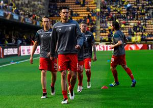 VILLARREAL, SPAIN - APRIL 28:  Dejan Lovren of Liverpool (front) warms up with team mates prior to the UEFA Europa League semi final first leg match between Villarreal CF and Liverpool at Estadio El Madrigal on April 28, 2016 in Villarreal, Spain.  (Photo by David Ramos/Getty Images)