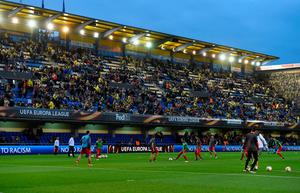 VILLARREAL, SPAIN - APRIL 28:  A general view inside the stadium as Liverpool players warm up prior to the UEFA Europa League semi final first leg match between Villarreal CF and Liverpool at Estadio El Madrigal on April 28, 2016 in Villarreal, Spain.  (Photo by David Ramos/Getty Images)