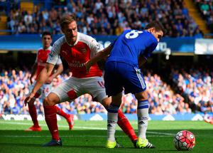 LONDON, ENGLAND - SEPTEMBER 19: Oscar of Chelsea and Aaron Ramsey of Arsenal compete for the ball during the Barclays Premier League match between Chelsea and Arsenal at Stamford Bridge on September 19, 2015 in London, United Kingdom.  (Photo by Ross Kinnaird/Getty Images)