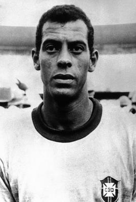 File photo dated 20-06-1970 of Brazilian footballer Carlos Alberto. PRESS ASSOCIATION Photo. Issue date: Wednesday October 26, 2016. Brazilian football is in mourning following the sudden death of Carlos Alberto, the captain of the 1970 World Cup-winning side, at the aged 72 from a heart attack. See PA story SOCCER Carlos Alberto. Photo credit should read PA/PA Wire.