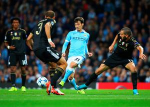 MANCHESTER, ENGLAND - SEPTEMBER 15:  David Silva of Manchester City is watched by Giorgio Chiellini (3) and Leonardo Bonucci of Juventus (19) during the  UEFA Champions League Group D match between Manchester City FC and Juventus at the Etihad Stadium on September 15, 2015 in Manchester, United Kingdom.  (Photo by Alex Livesey/Getty Images)