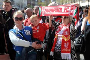 Liverpool fans pay their respect to the victims of the Hillsborough disaster in Market Square, Nottingham. PRESS ASSOCIATION Photo. Picture date: Tuesday April 15, 2014. Photo credit: Rowan Staszkiewicz/PA Wire