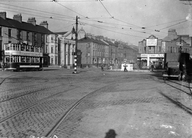 Shaftesbury Square looking towards Gt. Victoria St. and Dublin Road, Belfast.  12/11/1942 BELFAST TELEGRAPH COLLECTION/NMNI