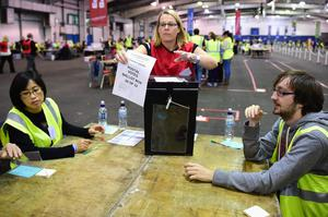 Tellers count votes in the Scottish Independence Referendum at the Edinburgh count at Ingleston Hall on September 18, 2014 in Edinburgh, Scotland. (Photo by Jeff J Mitchell/Getty Images)