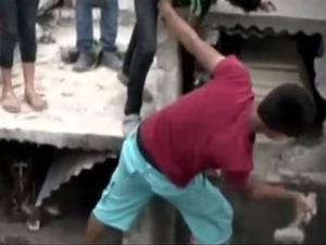 Video showed relatives of Neysi Perez, from Honduras, desperately hammering at the concrete surrounding her coffin