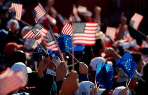 CHASKA, MN - OCTOBER 01: Fans wave American and European flags during morning foursome matches of the 2016 Ryder Cup at Hazeltine National Golf Club on October 1, 2016 in Chaska, Minnesota.  (Photo by David Cannon/Getty Images)