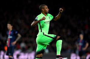 Manchester City's Brazilian midfielder Fernandinho reacts after scoring  a goal during the UEFA Champions League quarter final football match between Paris Saint Germain (PSG) and Manchester City on April 6, 2016 at the Parc des Princes stadium in Paris.  AFP/Getty Images