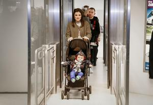 Carl Frampton with his wife Christine as well as his son Rossa and daughter Carla arriving back to Belfast. ( Photo by Kevin Scott / Presseye )
