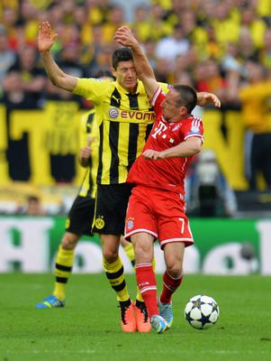 LONDON, ENGLAND - MAY 25:  Robert Lewandowski of Borussia Dortmund (L) in action with Franck Ribery of Bayern Muenchen during the UEFA Champions League final match between Borussia Dortmund and FC Bayern Muenchen at Wembley Stadium on May 25, 2013 in London, United Kingdom.  (Photo by Shaun Botterill/Getty Images)