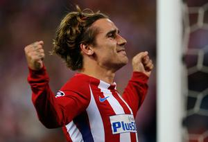 Atletico's Antoine Griezmann celebrates after scoring from the penalty spot the opening goal of the game during the Champions League quarterfinal first leg soccer match between Atletico Madrid and Leicester City at the Vicente Calderon stadium in Madrid, Spain, Wednesday, April 12, 2017. (AP Photo/Paul White)