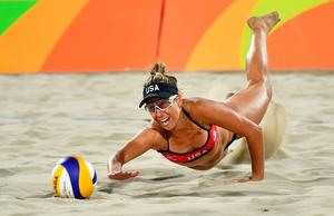 USA's April Ross dives for a dig during the women's beach volleyball qualifying match between the USA and China at the Beach Volley Arena in Rio de Janeiro late on August 8, 2016, for the Rio 2016 Olympic Games. / AFP PHOTO / Leon NEALLEON NEAL/AFP/Getty Images