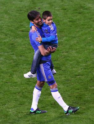 AMSTERDAM, NETHERLANDS - MAY 15: Paulo Ferreira of Chelsea celebrates on the pitch with his son during the UEFA Europa League Final between SL Benfica and Chelsea FC at Amsterdam Arena on May 15, 2013 in Amsterdam, Netherlands.  (Photo by Christof Koepsel/Getty Images)