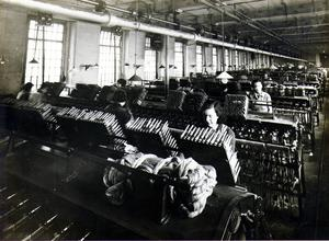 Linen/ winding weft yarn. York St. Factory.