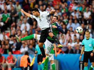 PARIS, FRANCE - JUNE 21: Kyle Lafferty (R) of Northern Ireland and Sami Khedira (L) of Germany during the UEFA EURO 2016 Group C match between Northern Ireland and Germany at Parc des Princes on June 21, 2016 in Paris, France. (Photo by Charles McQuillan/Getty Images)
