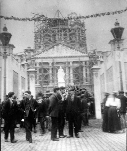 Belfast City Hall.  Donegall Square. Under construction in 1906. The statue of Queen Victoria already in place. BELFAST TELEGRAPH ARCHIVE