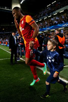 LONDON, ENGLAND - MARCH 18:  Former Chelsea player Didier Drogba of Galatasaray walks on to the pitch prior to the UEFA Champions League Round of 16 second leg match between Chelsea and Galatasaray AS at Stamford Bridge on March 18, 2014 in London, England.  (Photo by Clive Rose/Getty Images)