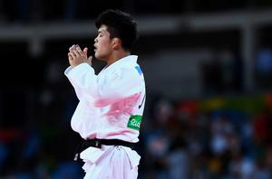 RIO DE JANEIRO, BRAZIL - AUGUST 08:  Shohei Ono of Japan (white) reacts after defeating Rustam Orujov of Azerbaijan in the Men's -73 kg Final - Gold Medal Contest on Day 3 of the Rio 2016 Olympic Games at Carioca Arena 2 on August 8, 2016 in Rio de Janeiro, Brazil.  (Photo by David Ramos/Getty Images)
