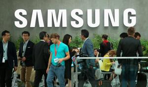 BERLIN, GERMANY - SEPTEMBER 03:  Visitors arrive for the Samsung press conference during a press day at the 2015 IFA consumer electronics and appliances trade fair on September 3, 2015 in Berlin, Germany. The 2015 IFA will be open to the public from September 4-9.  (Photo by Sean Gallup/Getty Images)