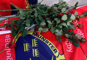 PARIS, FRANCE - OCTOBER 16:  Munster fans place flowers and flags as a mark of respect after hearing of the news of the death of Munster coach Anthony Foley prior to the European Rugby Champions Cup match between Racing 92 and Munster at Stade Yves-Du-Manoir on October 16, 2016 in Paris, France.  (Photo by David Rogers/Getty Images)
