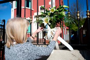 Constituency staff of Belfast West MLA Alex Maskey tie lilies to the gates of Connolly House, Andersonstown, Belfast, after the death of Northern Ireland's former deputy first minister and ex-IRA commander Martin McGuinness aged 66. Liam McBurney/PA Wire
