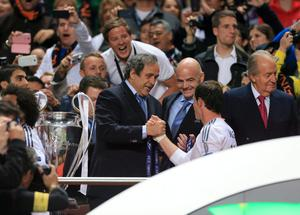 UEFA President Michel Platini shakes hands with Real Madrid's Gareth Bale during the UEFA Champions League Final at at the Estadio da Luiz, Lisbon, Portugal. PRESS ASSOCIATION Photo. Picture date: Saturday May 24, 2014. See PA story SOCCER Final. Photo credit should read: Nick Potts/PA Wire. RESTRICTIONS: Editorial use only. No commercial use. No video emulation. No false commercial association.