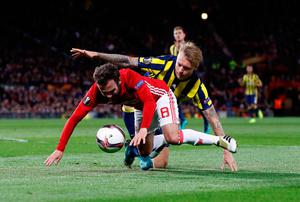 Fenerbahce's Simon Kjaer brings down Manchester United's Juan Mata inside the box, resulting in Manchester United's first penalty during the UEFA Europa League match at Old Trafford, Manchester. PRESS ASSOCIATION Photo. Picture date: Thursday October 20, 2016. See PA story SOCCER Man Utd. Photo credit should read: Martin Rickett/PA Wire