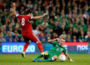 Republic of Ireland's Glenn Whelan (right) and Georgia's Valeri Kazaishvili battle for the ball during the UEFA European Championship Qualifying match at the Aviva Stadium, Dublin. PRESS ASSOCIATION Photo. Picture date: Monday September 7, 2015. See PA story SOCCER Republic. Photo credit should read: Brian Lawless/PA Wire