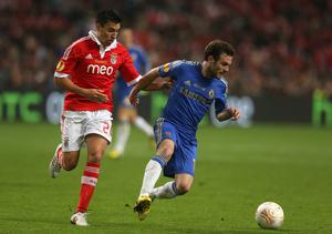 AMSTERDAM, NETHERLANDS - MAY 15:  Juan Mata of Chelsea is marshalled by Nicolas Gaitan of Benfica during the UEFA Europa League Final between SL Benfica and Chelsea FC at Amsterdam Arena on May 15, 2013 in Amsterdam, Netherlands.  (Photo by Scott Heavey/Getty Images)