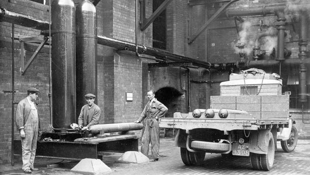 Yardmen busy themselves bottling gas.  30/6/1934