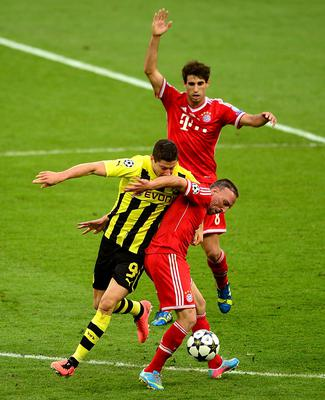 Borussia Dortmund's Robert Lewandowski (left) and Bayern Munich's Franck Ribery battle for the ball during the UEFA Champions League Final at Wembley Stadium, London. PRESS ASSOCIATION Photo. Picture date: Saturday May 25, 2013.