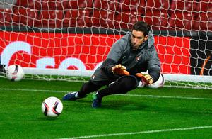 Brad Jones of Feyenoord during the Feyenoord training sessi n at Old Trafford on November 23, 2016 in Manchester, England.  (Photo by Gareth Copley/Getty Images)