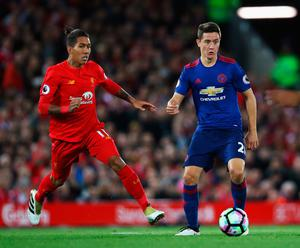LIVERPOOL, ENGLAND - OCTOBER 17:  Ander Herrera of Manchester United is closed down by Roberto Firmino of Liverpool during the Premier League match between Liverpool and Manchester United at Anfield on October 17, 2016 in Liverpool, England.  (Photo by Clive Brunskill/Getty Images)