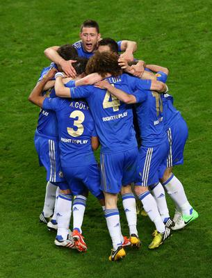 AMSTERDAM, NETHERLANDS - MAY 15:  Gary Cahill of Chelsea and tea mates celebrate victory during the UEFA Europa League Final between SL Benfica and Chelsea FC at Amsterdam Arena on May 15, 2013 in Amsterdam, Netherlands.  (Photo by Christof Koepsel/Getty Images)