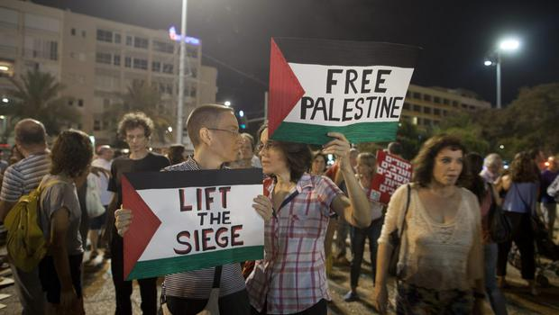 Left wing Israelis take part in a protest against Israel's military operation in the Gaza Strip on July 26, 2014 in Tel Aviv, Israel.  (Photo by Lior Mizrahi/Getty Images)