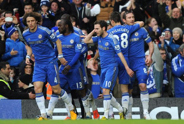 LONDON, ENGLAND - MARCH 17: Frank Lampard of Chelsea celebrates scoring the opening goal with his team mates during the Barclays Premier League match between Chelsea and West Ham United at Stamford Bridge on March 17, 2013 in London, England. (Photo by Steve Bardens/Getty Images)