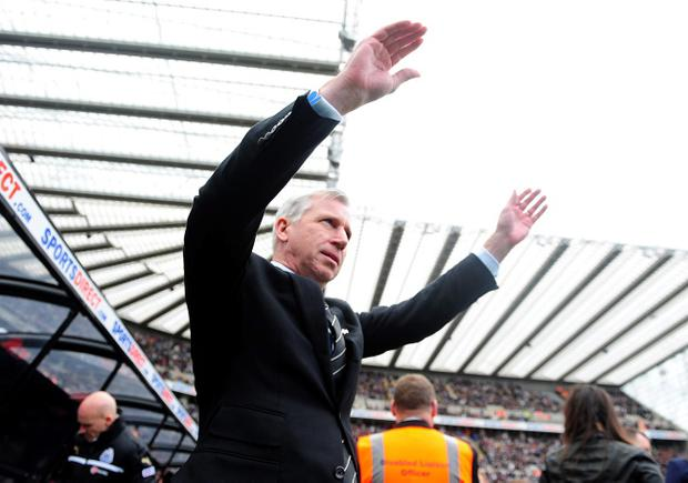 Newcastle United manager Alan Pardew waves to the fans prior to kick-off during the Barclays Premier League match at St James Park, Newcastle