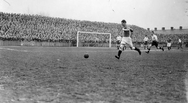 Football star Peter Doherty in action at Grosvenor Park, Belfast. 10/10/1945