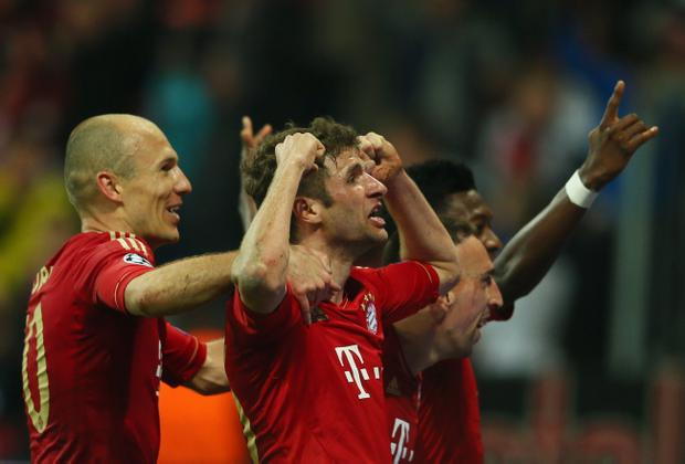 MUNICH, GERMANY - APRIL 23: Thomas Mueller of Bayern Muenchen celebrates scoring the fourth goal with Arjen Robben (L) during the UEFA Champions League Semi Final First Leg match between FC Bayern Muenchen and Barcelona at Allianz Arena on April 23, 2013 in Munich, Germany. (Photo by Alex Grimm/Bongarts/Getty Images)