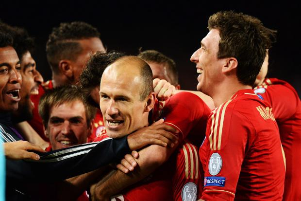 BARCELONA, SPAIN - MAY 01: Arjen Robben (C) of Munich celebrates with team mates after scoring during the UEFA Champions League semi final second leg match between Barcelona and FC Bayern Muenchen at Nou Camp on May 1, 2013 in Barcelona, Spain. (Photo by Mike Hewitt/Getty Images)