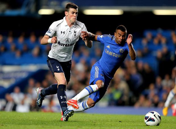 LONDON, ENGLAND - MAY 08: Gareth Bale of Spurs is challenged by Ashley Cole of Chelsea during the Barclays Premier League match between Chelsea and Tottenham Hotspur at Stamford Bridge on May 8, 2013 in London, England. (Photo by Ian Walton/Getty Images)