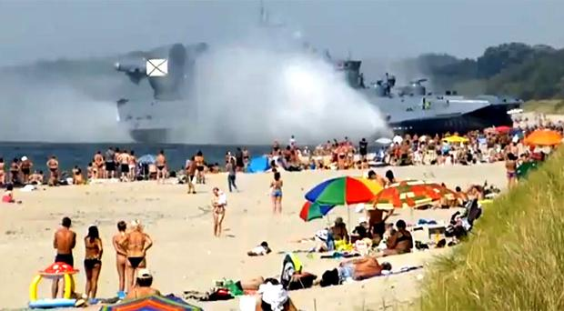 Russian hovercraft surprises sunbathers on Baltic Coast